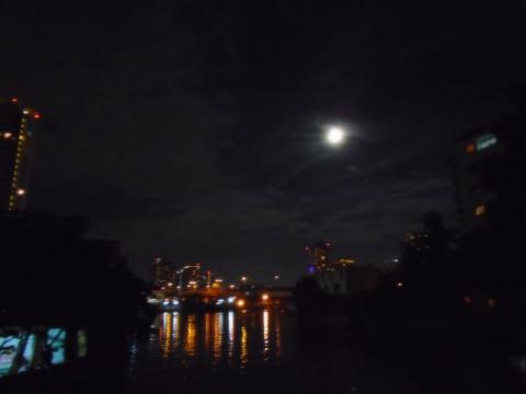 moon half ligiht