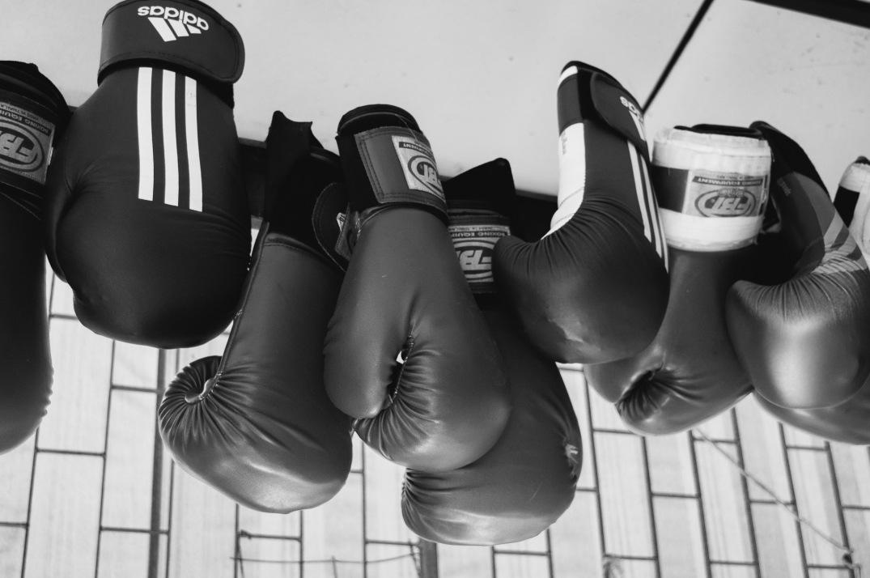 gloves bw
