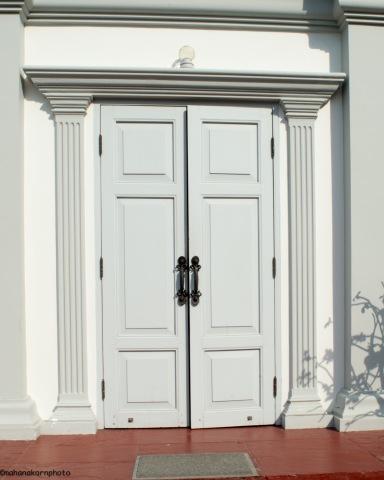 whitedoor16051401