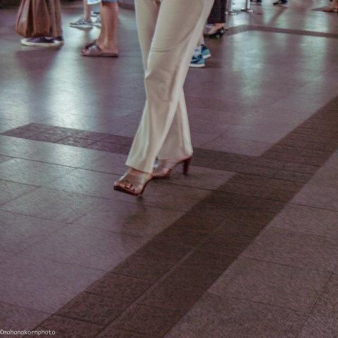 ladywalking01160319